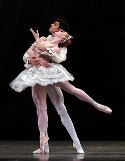Gillian and Carlos Molina in Ballet Imperial (Photo: Marty Sohl)
